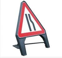 Temporary Plastic Q Road Signs Road Narrows Offside 600mm Tem4