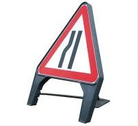 Temporary Plastic Q Road Signs Road Narrows Nearside 600mm Tem6