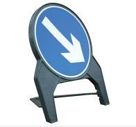 Temporary Plastic Q Road Signs Directional Arrow Right 750mm Tem9